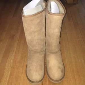 NWT Ugg Classic Tall Chestnut Boots 9